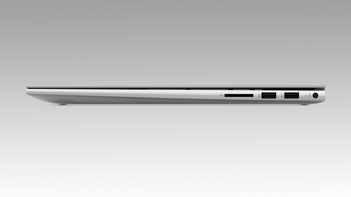Plusieurs ports sont visibles sur le côté droit du HP Envy 17, complété par le reste des connectiques placées de l'autre côté
