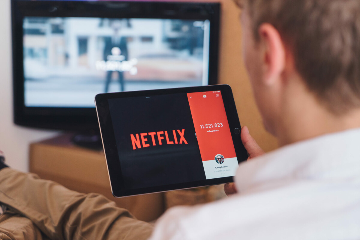 Une personne regardant Netflix