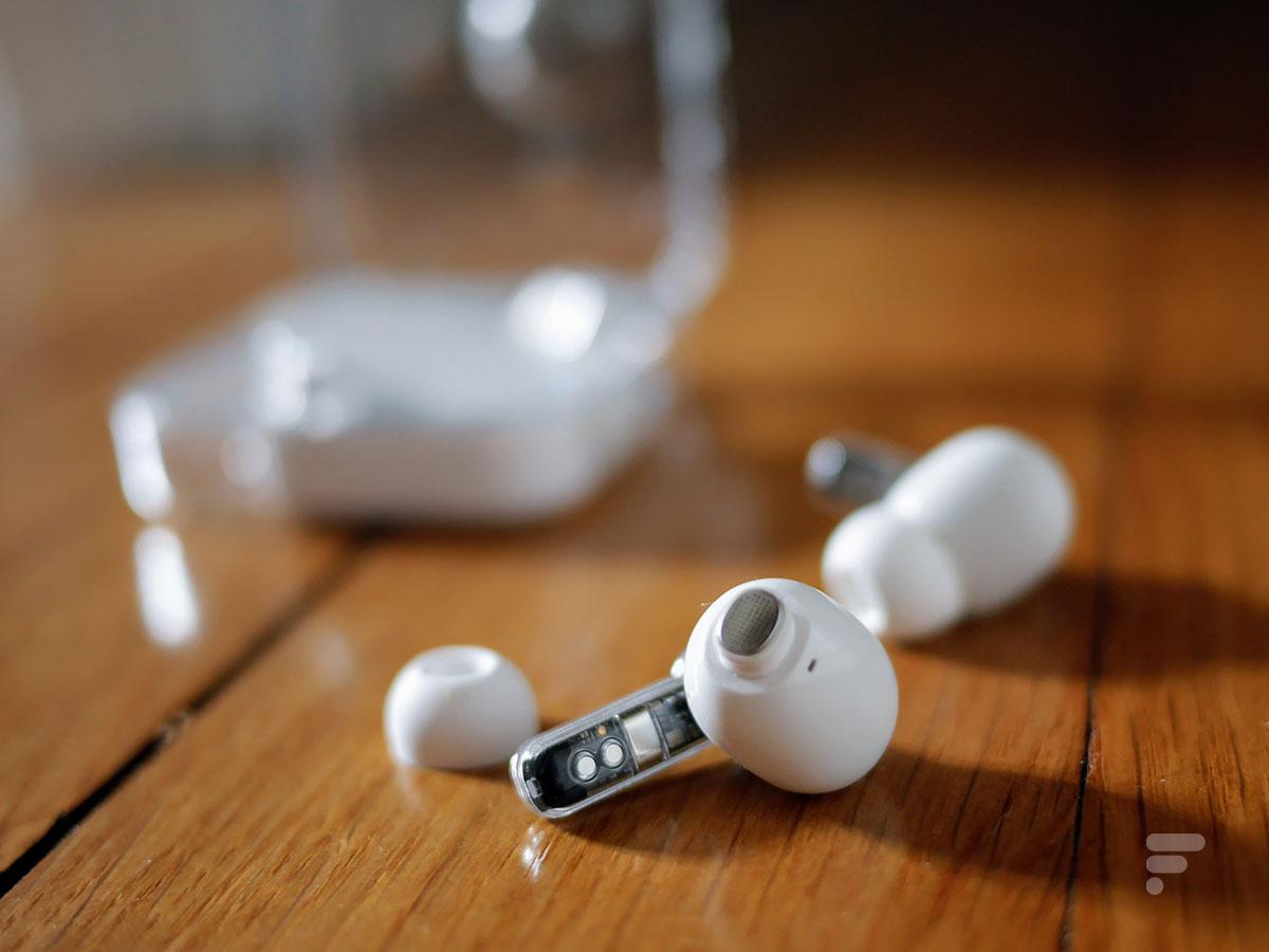 Les grilles de haut-parleur des Nothing Ear 1