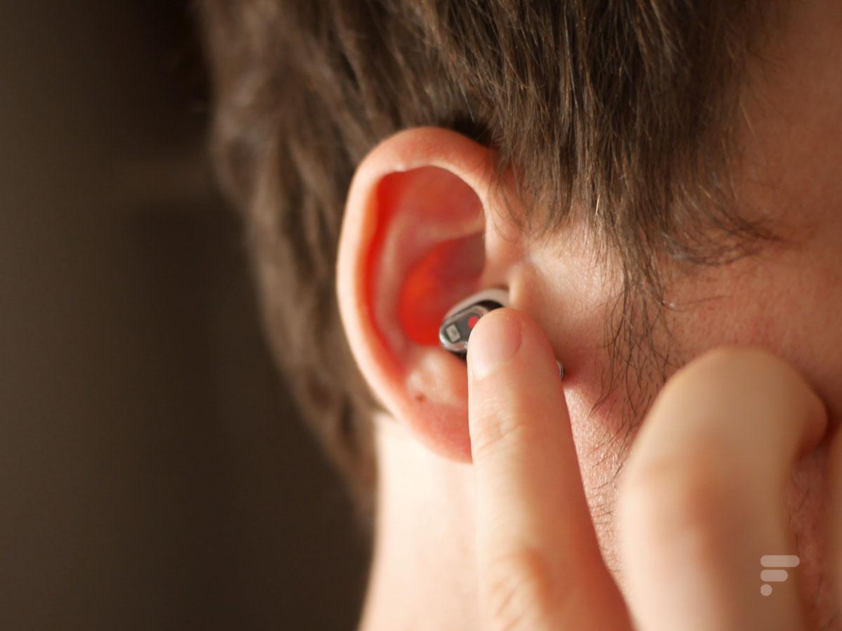 Les écouteurs Nothing Ear 1 se contrôlent à l'aide de surfaces tactiles
