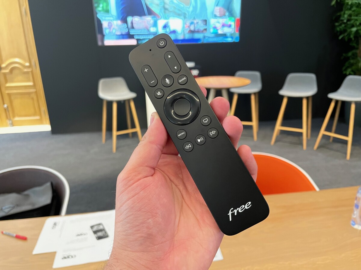 The Free remote control with the Apple TV 4K, it replaces the native remote control (which is therefore not supplied)