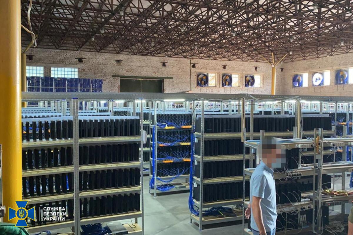 Près de 3800 consoles ont été trouvées dans une cryptoferme en Ukraine.