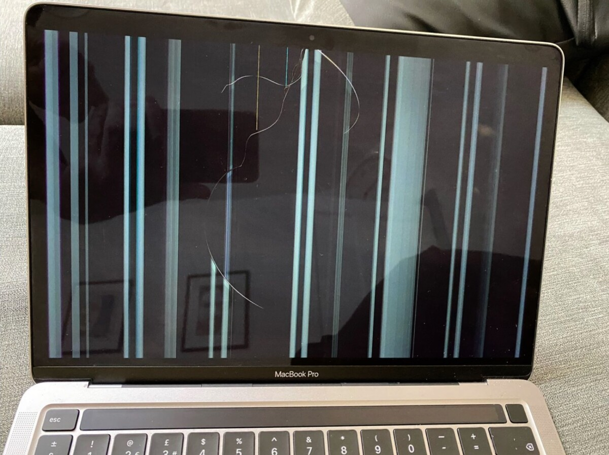L'écran de certains MacBook serait anormalement fragile, avec l'apparition de fissure sans raison particulière