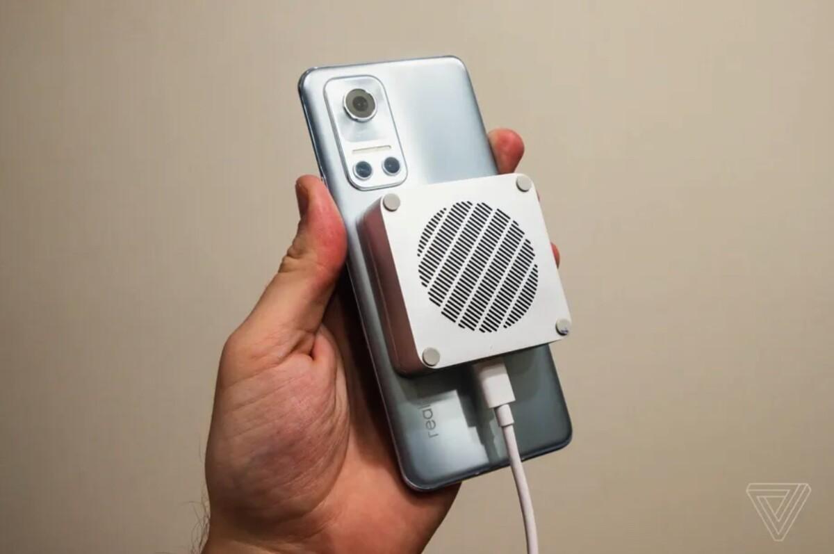 Le chargeur MagDart de Realme est capable de recharger intégralement le Realme Flash en tout juste une heure
