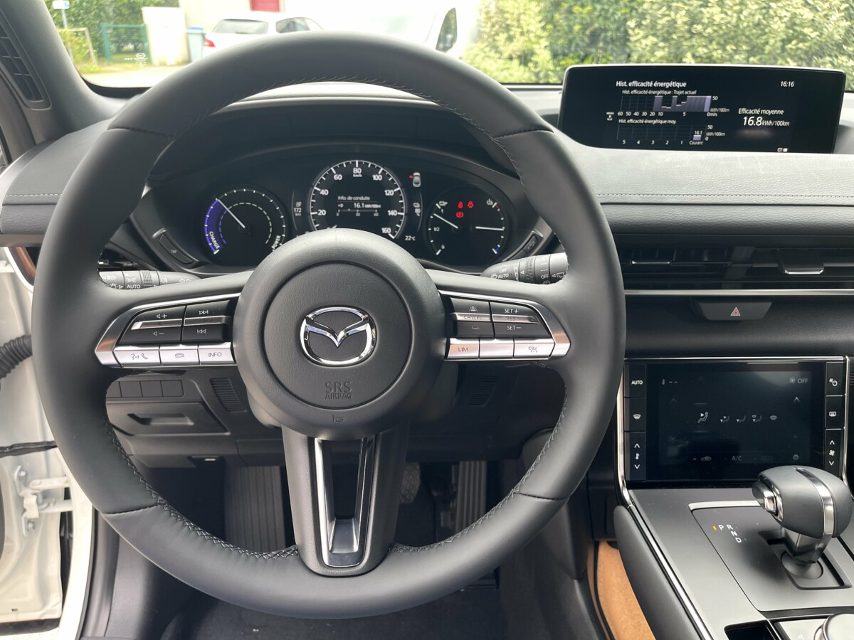 Le volant de la Mazda MX-30
