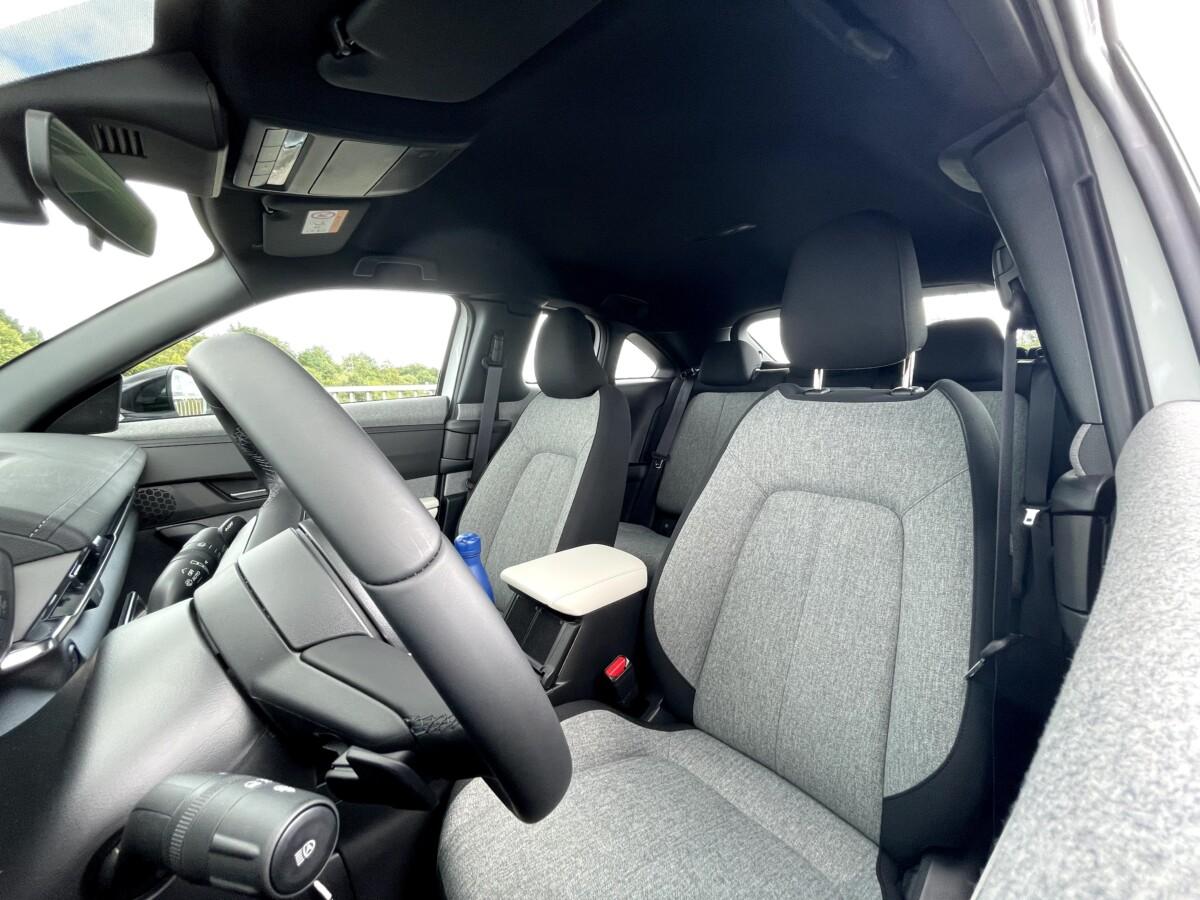 L'intérieur de la Mazda MX-30 dans sa finition de base