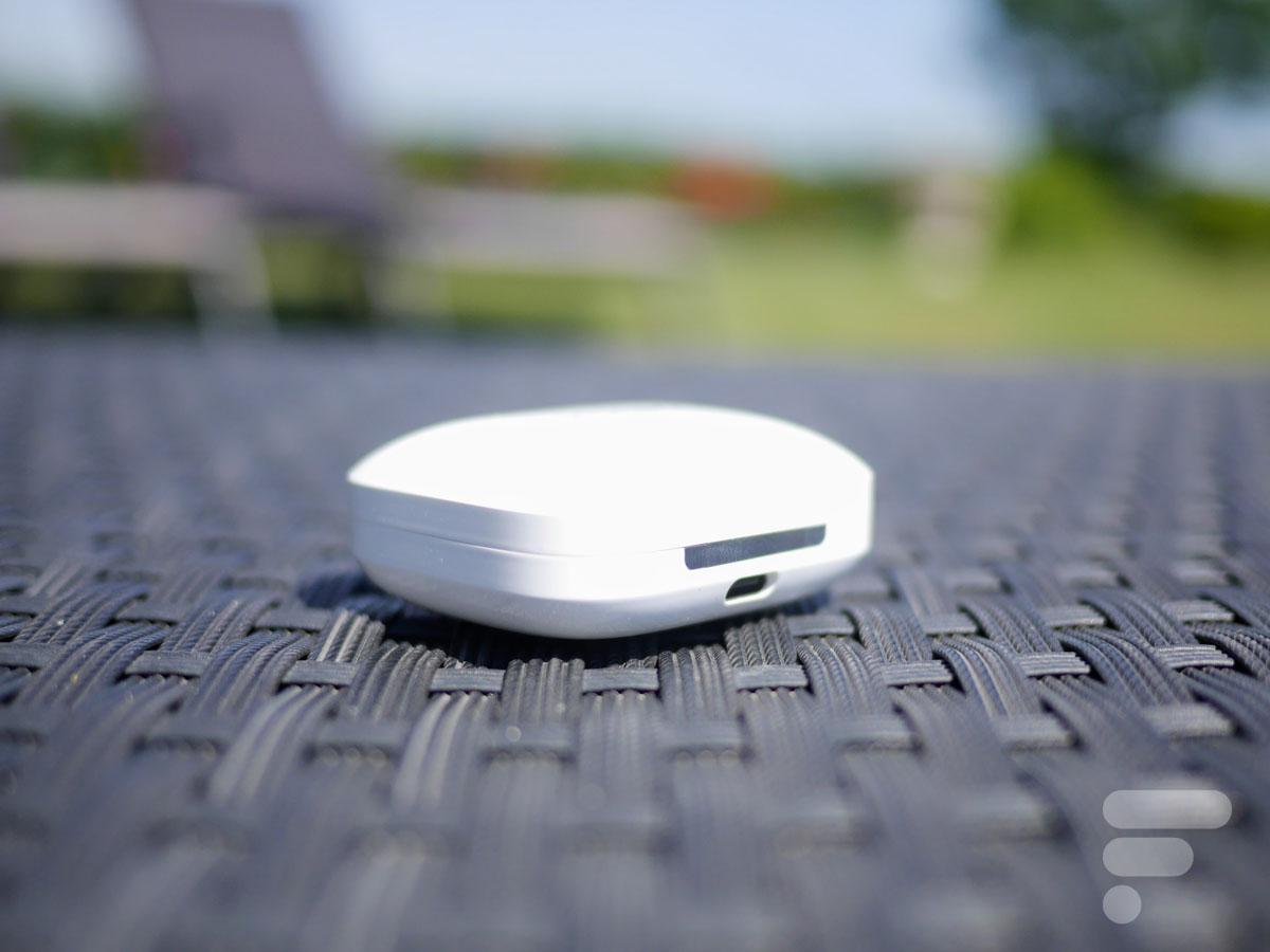 La prise USB-C pour recharger le boîtier des OnePlus Buds Pro