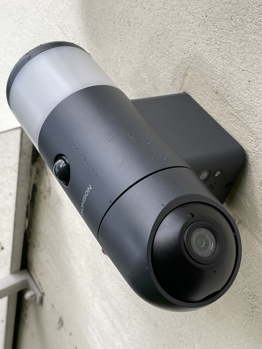 Test de la Thomson Rheita100: une caméra de surveillance motorisée et un luminaire ambitieux