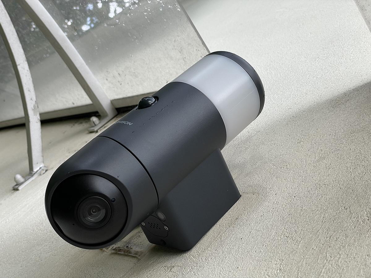 La caméra est certifiée IP65 et ne craint donc pas la pluie