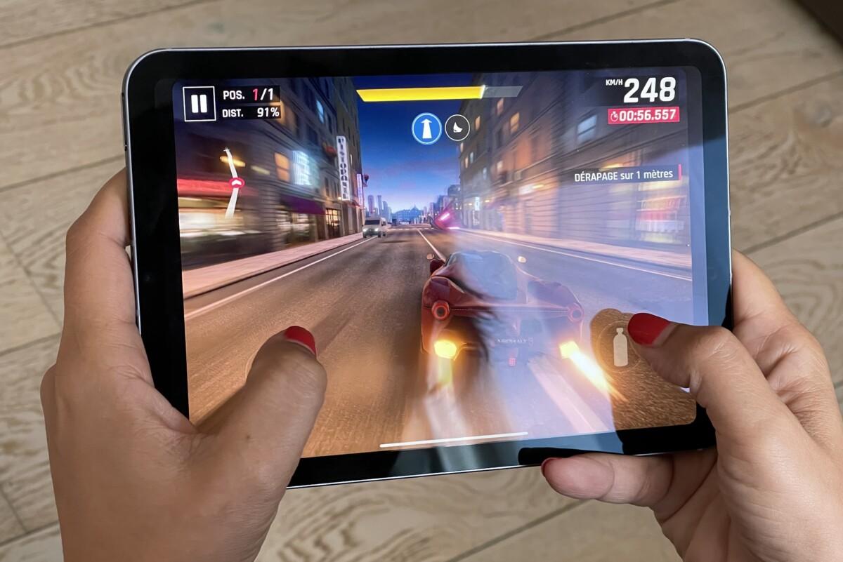 Asphalt9 se conduit très bien sur iPad mini et l'on n'est jamais gêné par les boutons volume