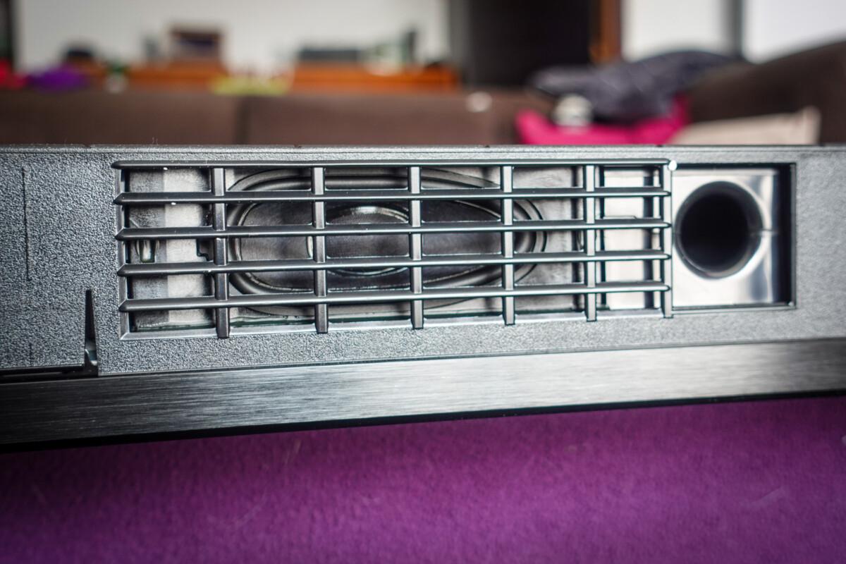 Les HP intégrés sous la dalle – Source: D. Nogueira pour Frandroid