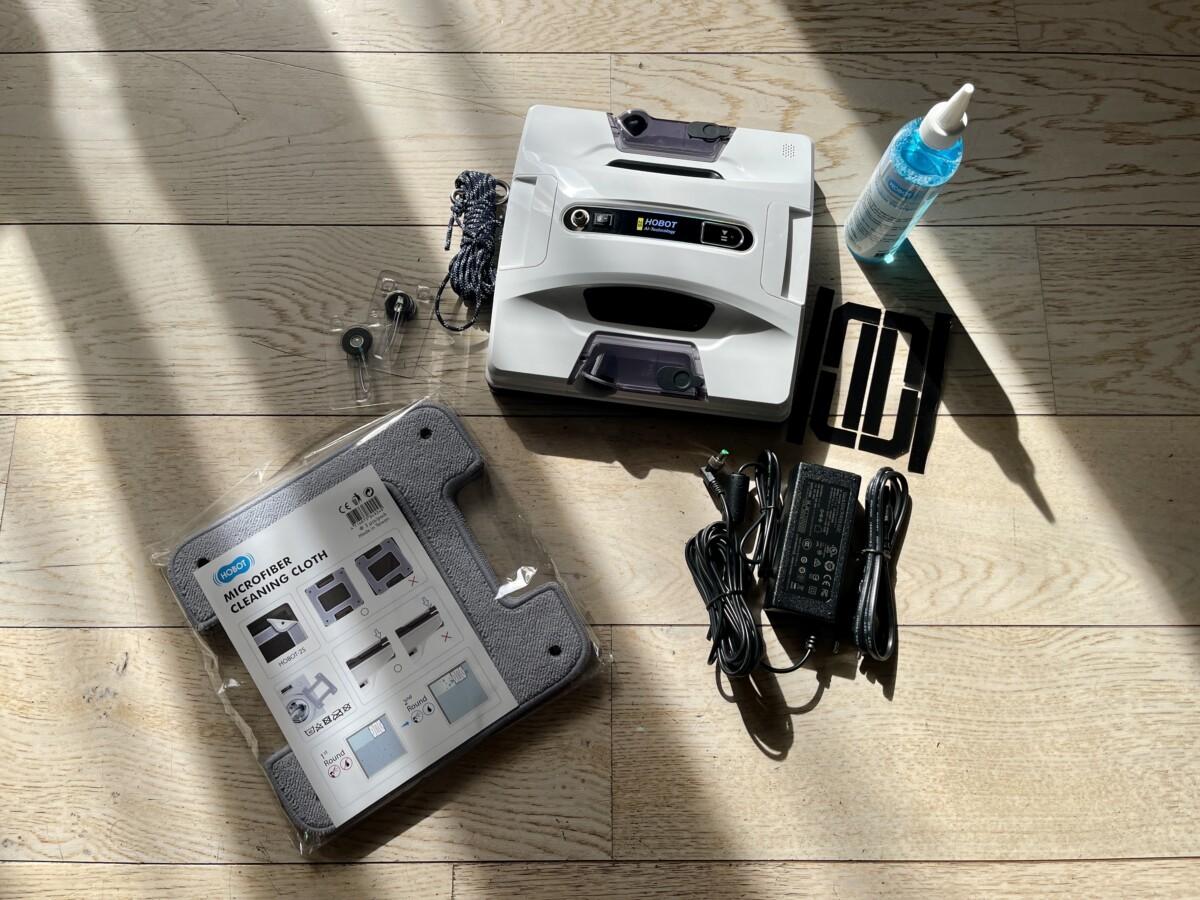 L'ensemble des accessoires fournis avec le robot laveur de vitres Hobot-2S
