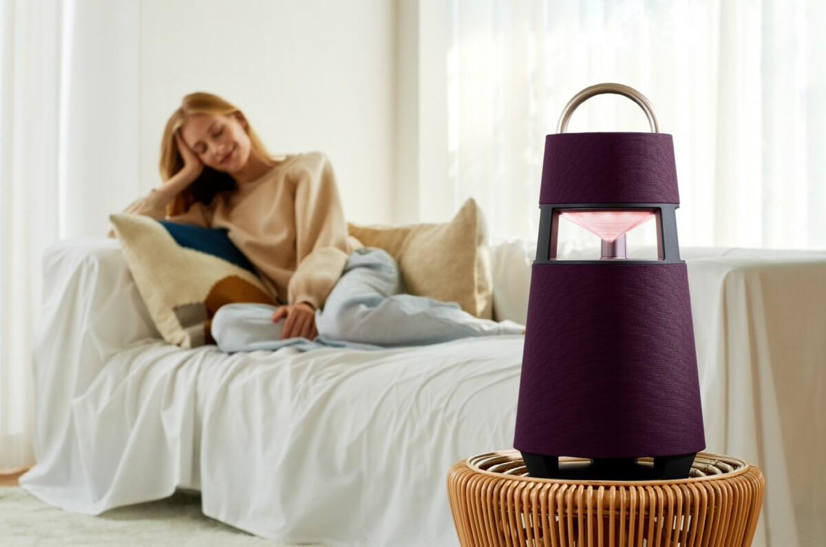 Voici la LG XBOOM360, une enceinte plutôt originale qui se veut aussi lanterne pour vos soirées en extérieur