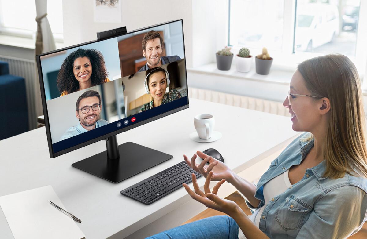 Pas de folie avec le S40VA de Samsung, mais une dalle1080p surmontée d'une webcam rétractable capable de vous reconnaître