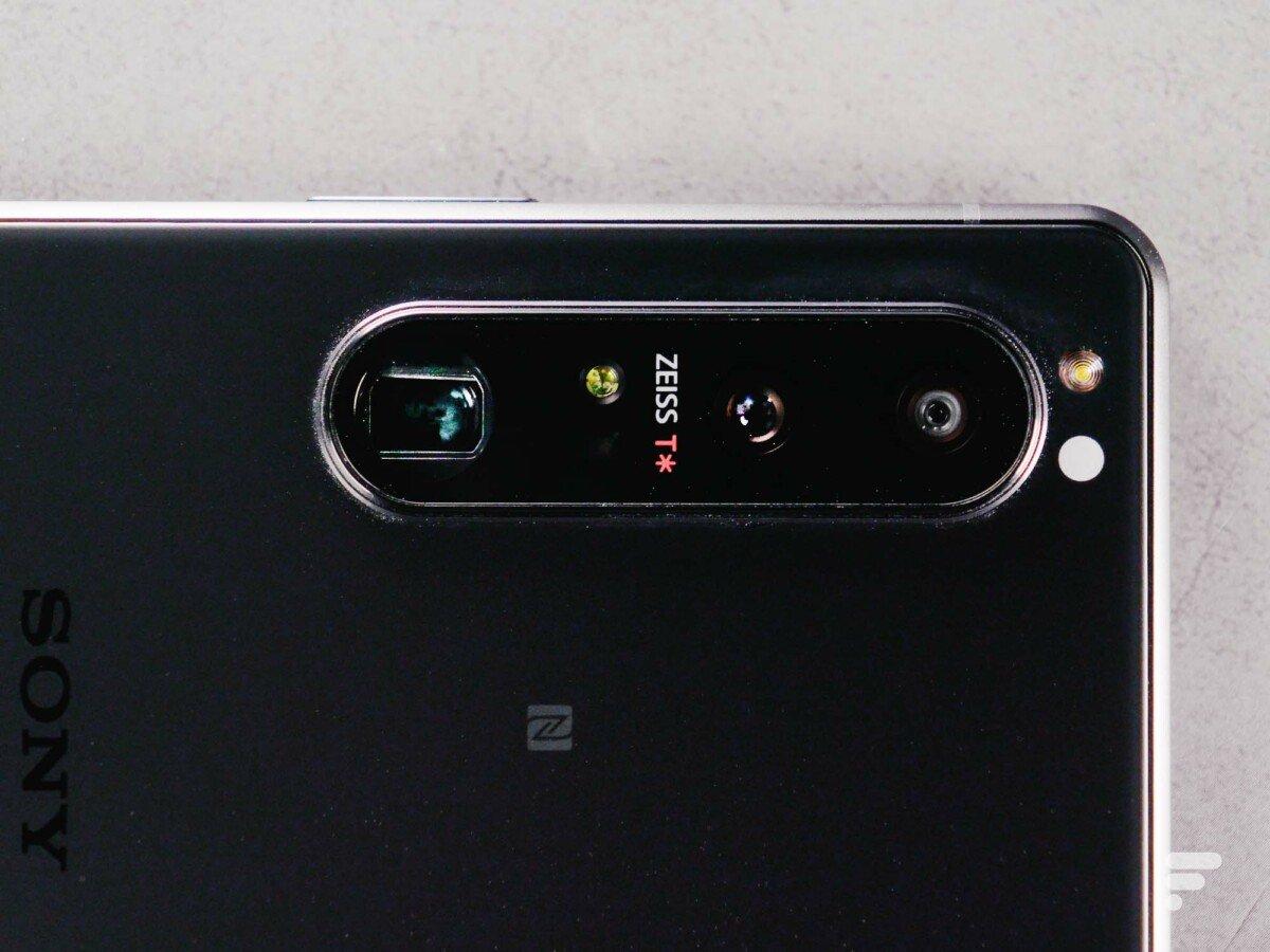 Le Xperia1 III possède trois trous de caméra pour quatre focales. Une petite prouesse.