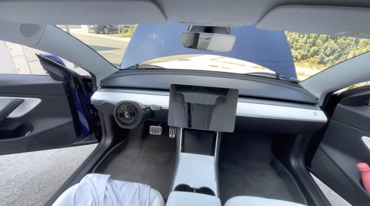 Une Tesla Model 3 sans volant