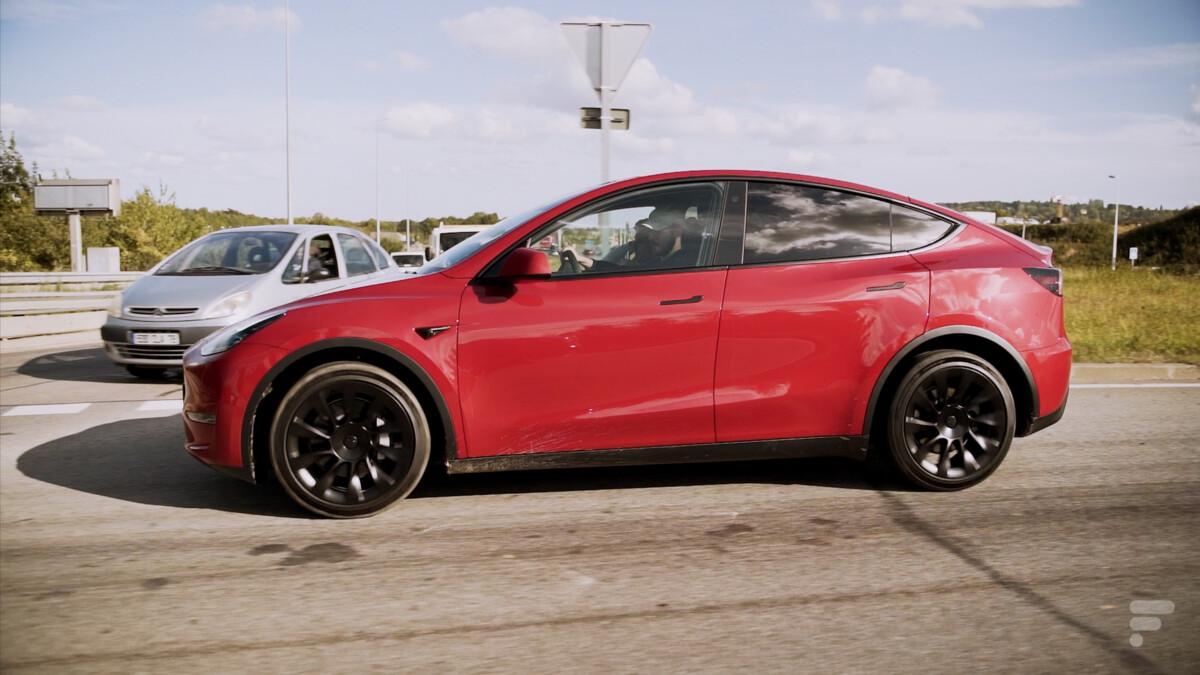 La Tesla Model Y vue de côté
