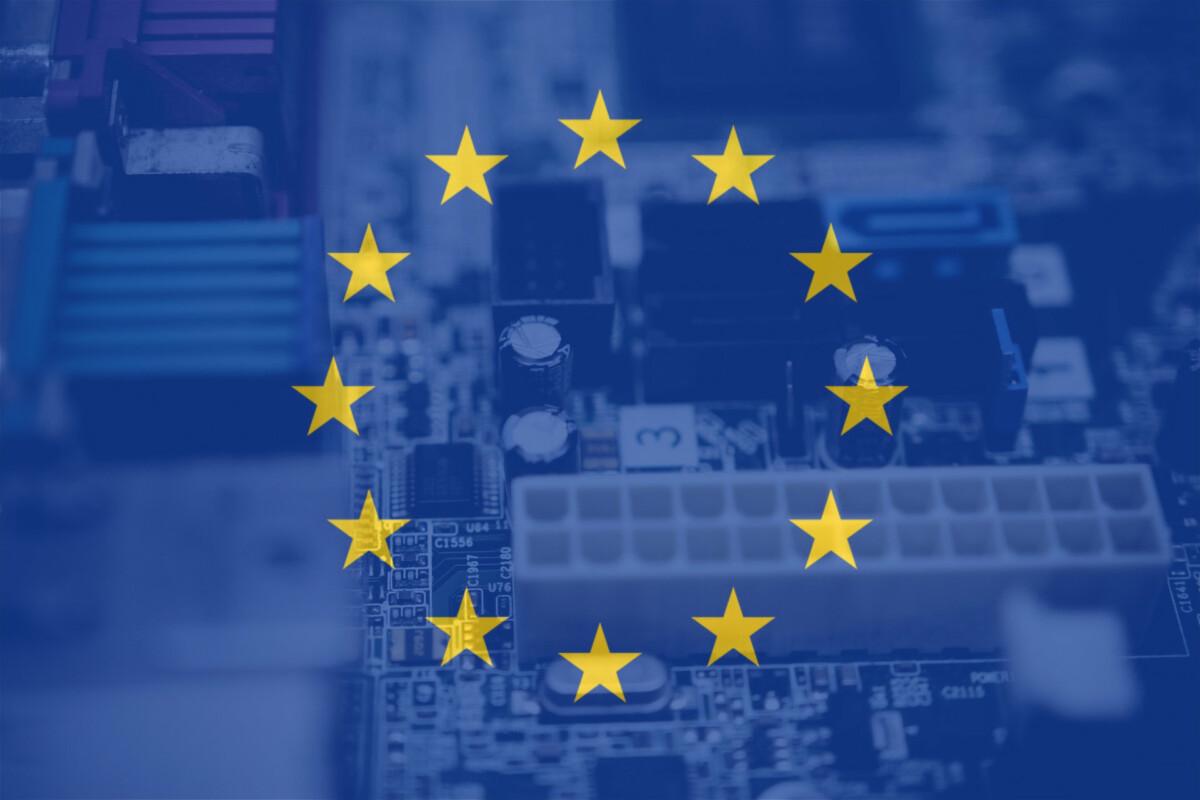 Le drapeau européen et une carte mère