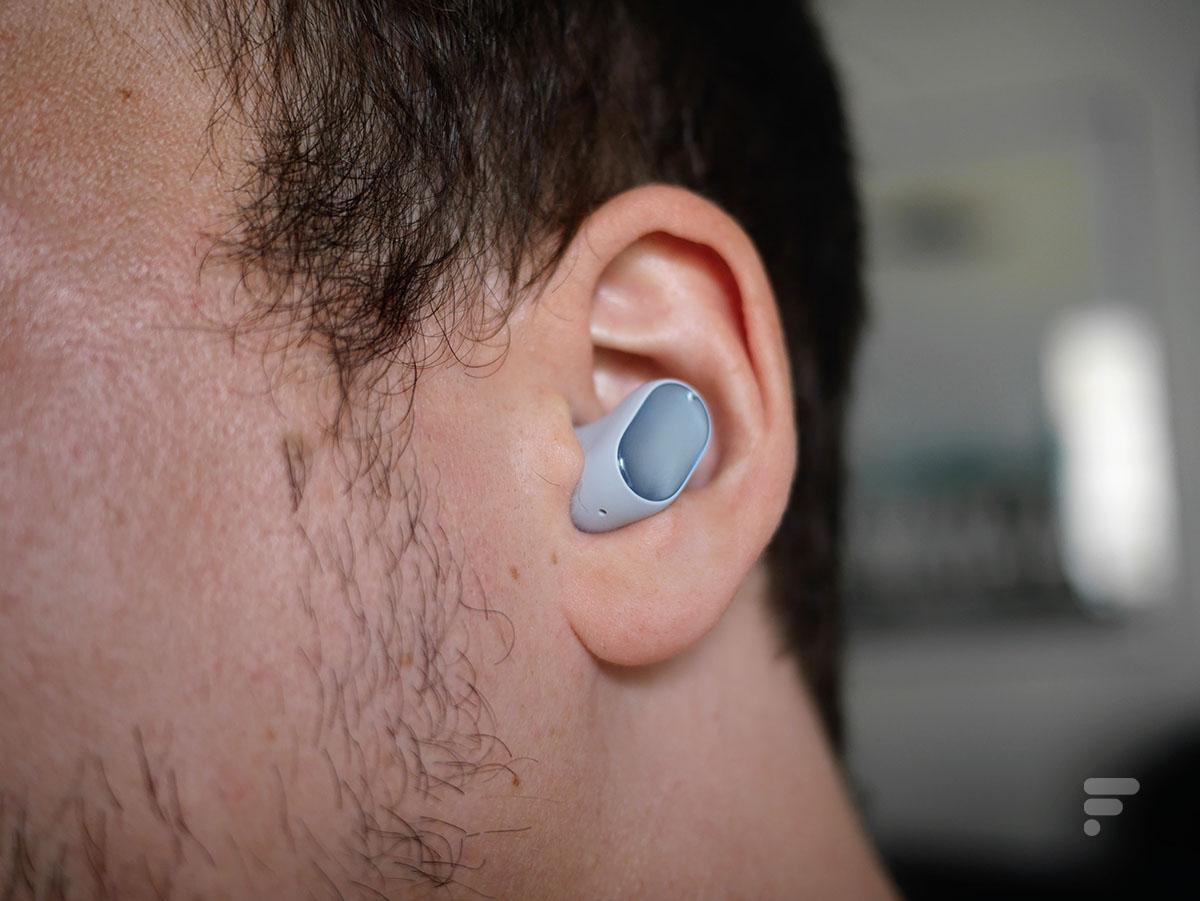 Les Xiaomi Redmi Buds 3 Pro dans les oreilles
