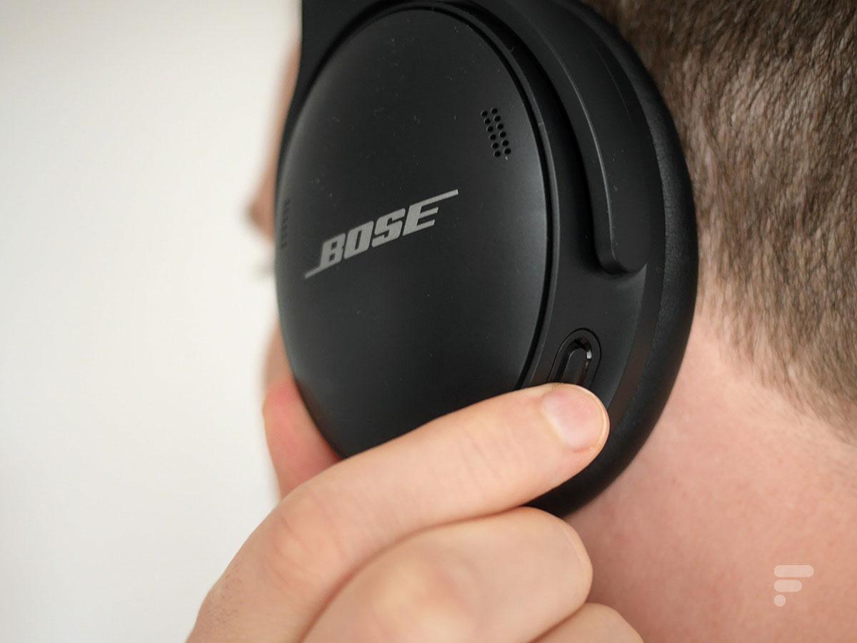 Le bouton pour gérer la réduction de bruit sur le Bose QC45