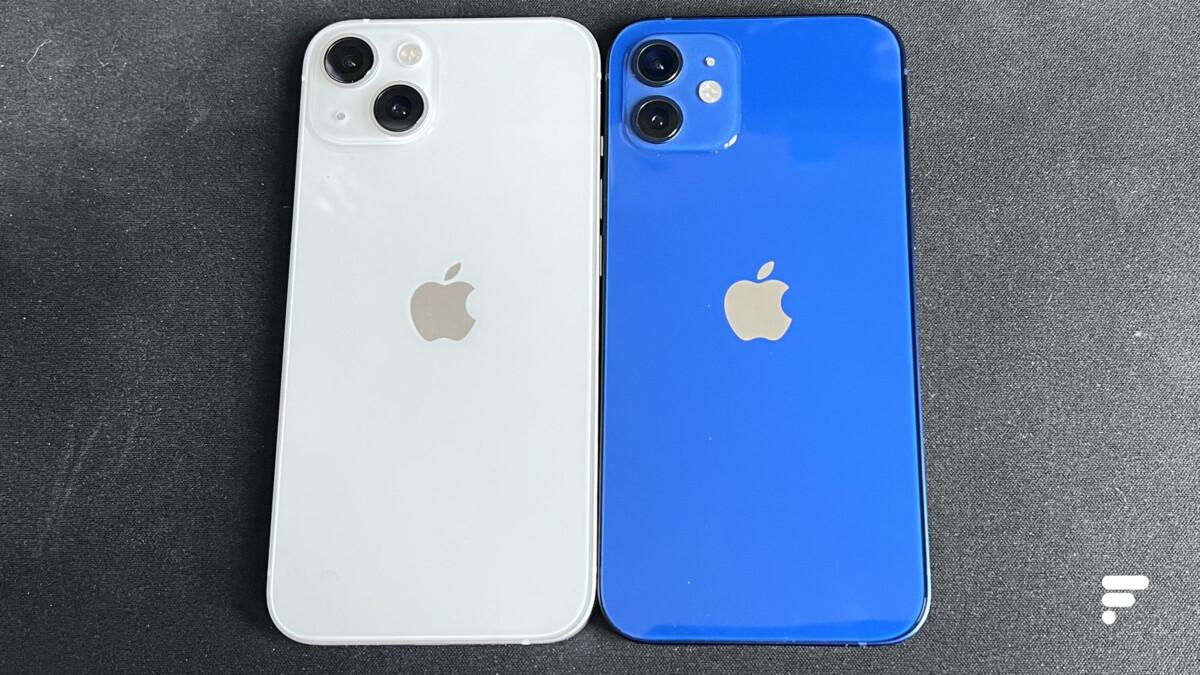 L'iPhone13 à gauche et l'iPhone12 à droite