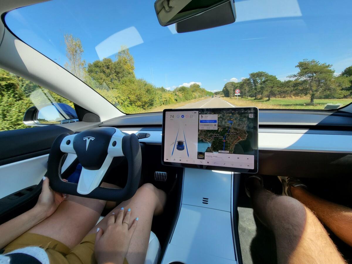 Le Yoke sur Tesla Model 3
