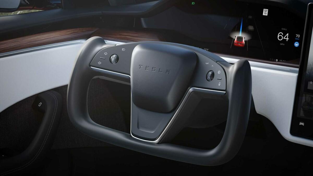 Le Yoke de la Tesla Model S, avec les clignotants sur la gauche du volant
